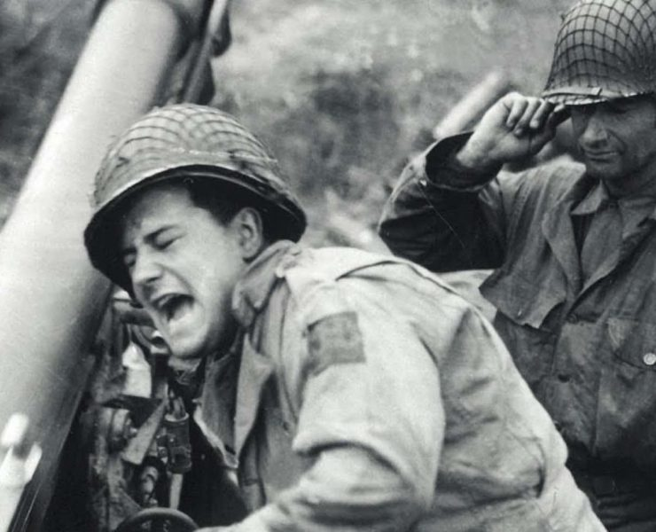 How did soldiers handle the noise of combat during the World Wars?