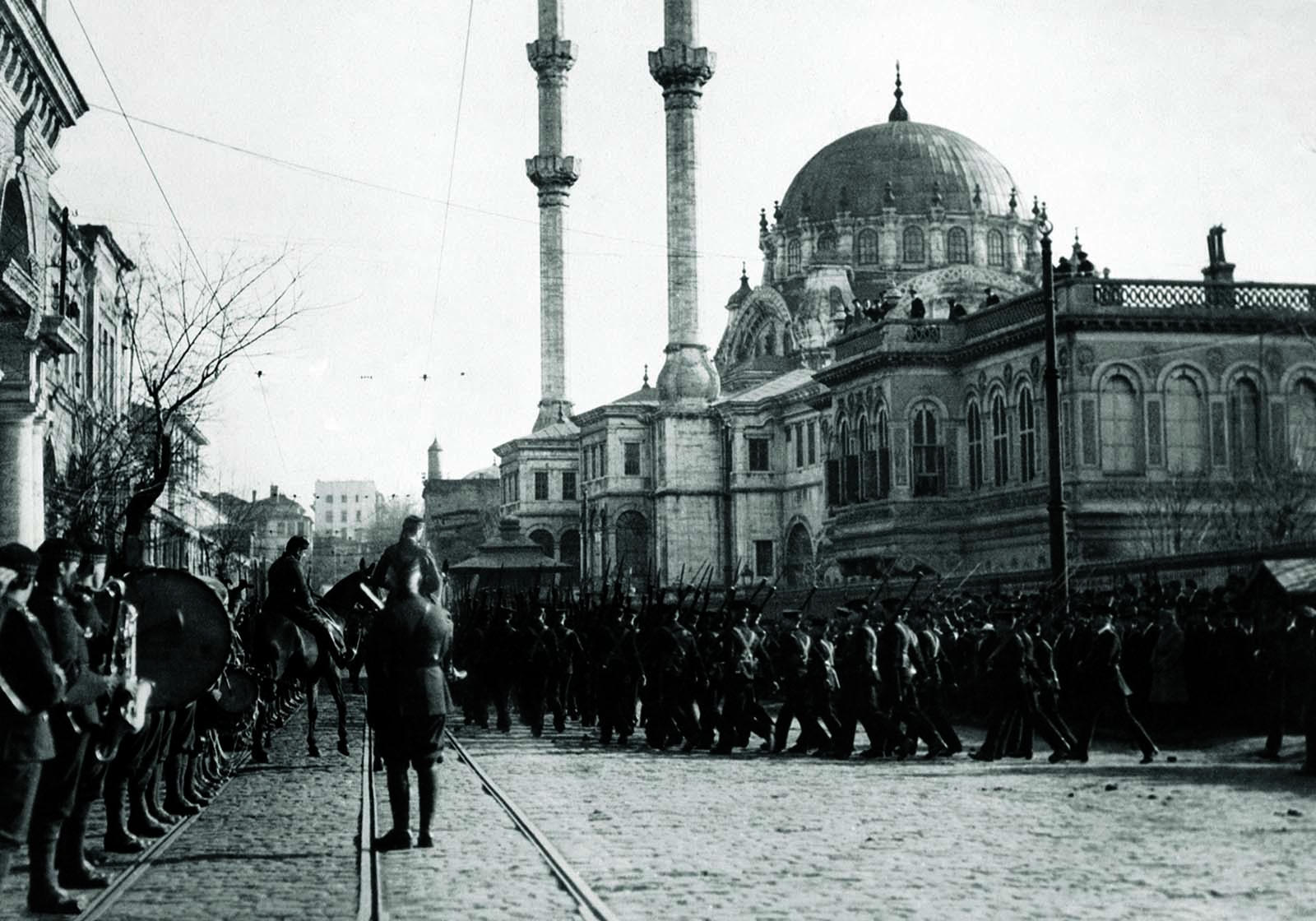 Why did the Ottoman empire decline technologically against Europe even if it did not enter isolationism like China or Japan?